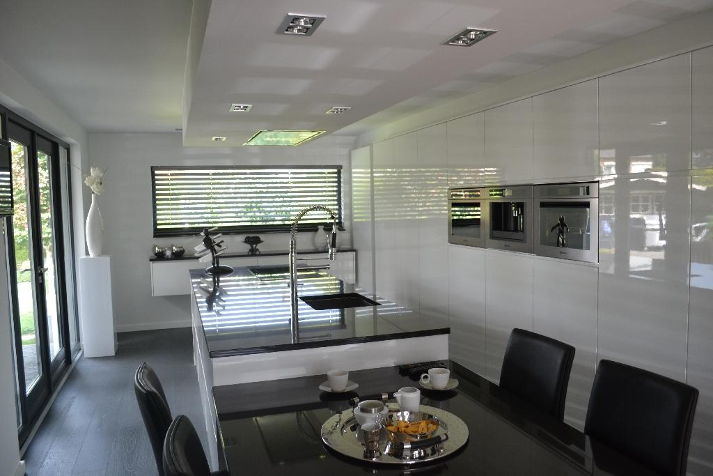 Meubelspuiterij en keukenrenovatie limburg bij autoservice beek