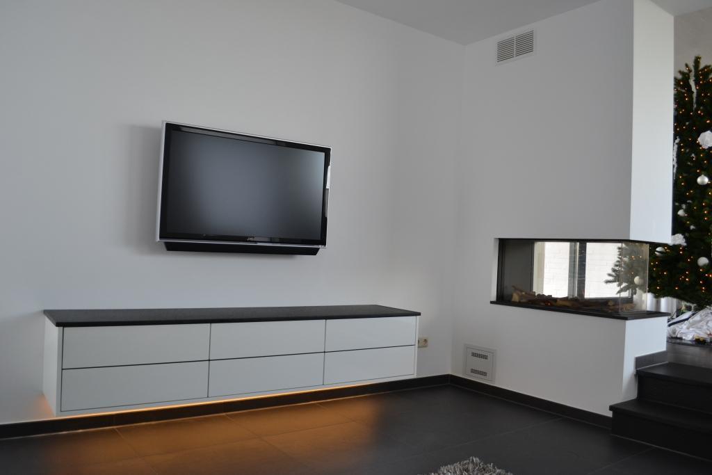 Keuken Renoveren Limburg : tv-meubel-spuiten-naar-wit-Autoservice-Beek-Limburg4